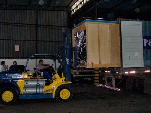 Estufagem e desova de container